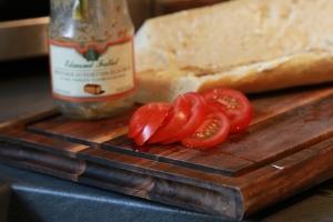 slice the tomatoes